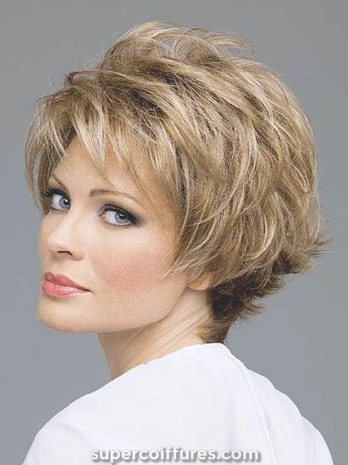 25 magnifiques coiffures courtes pour les femmes de plus de 50 ans