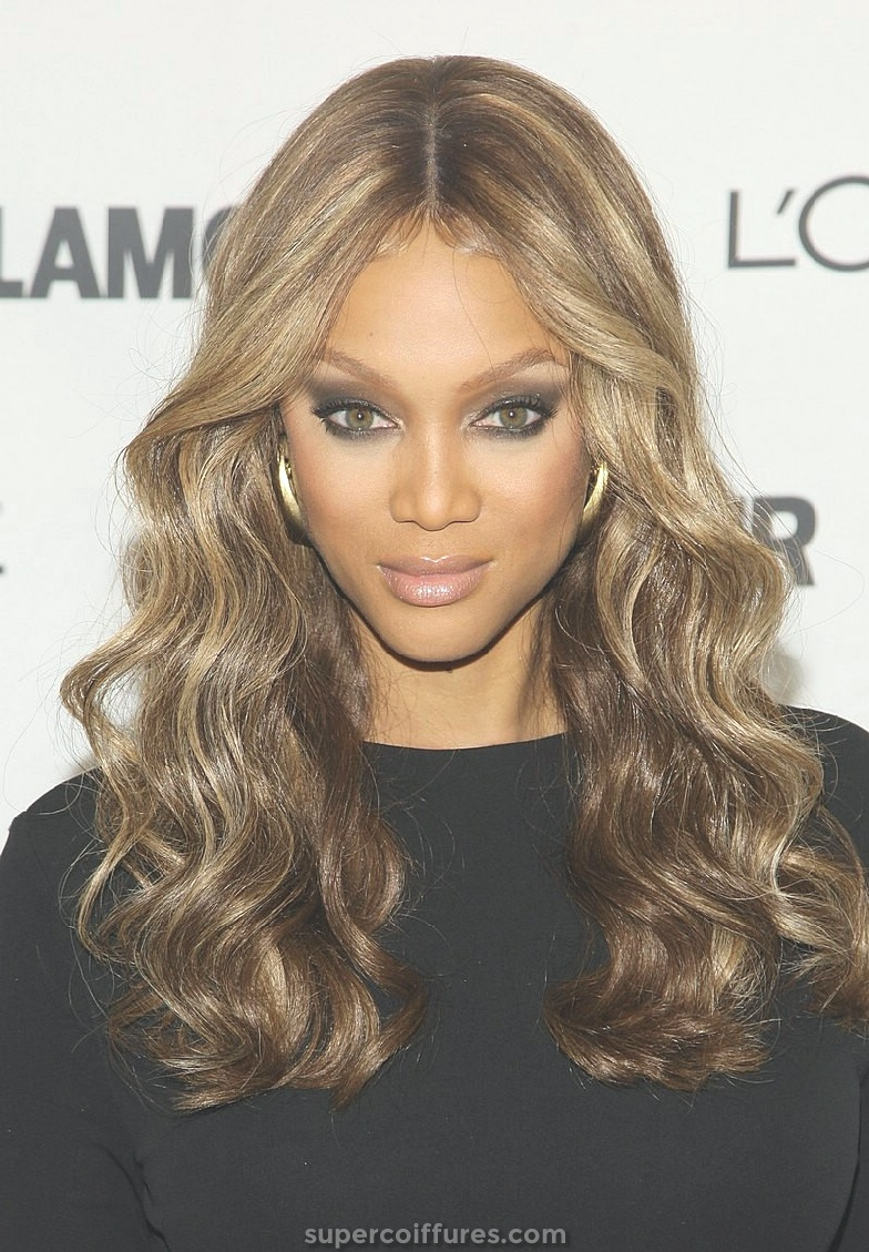 21 plus belles coiffures ondulées pour les femmes