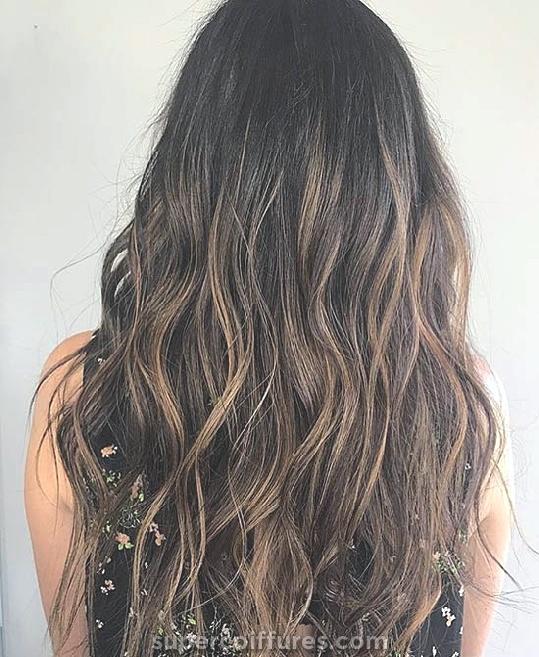 30 Faits saillants au caramel pour les femmes à afficher une coiffure ultime