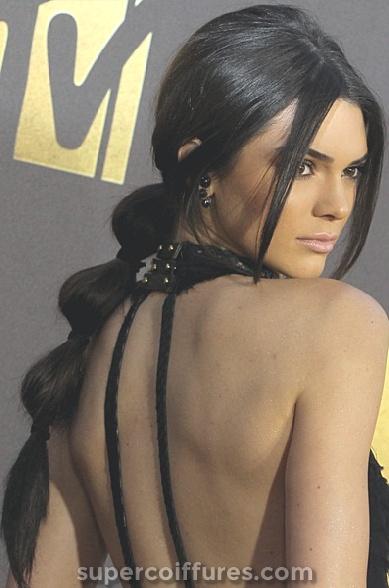 30 Coiffures Updo inspirées par les célébrités les plus chaudes