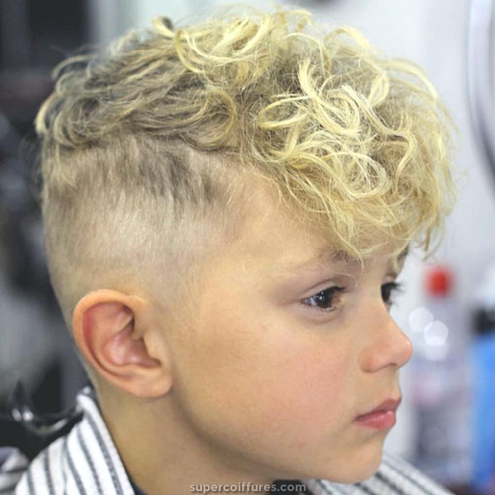 Coupe de cheveux pour les cheveux durs et bouclГ©s