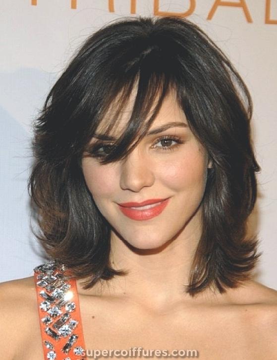 30 coiffures moyennes pour cheveux épais pour compléter votre look