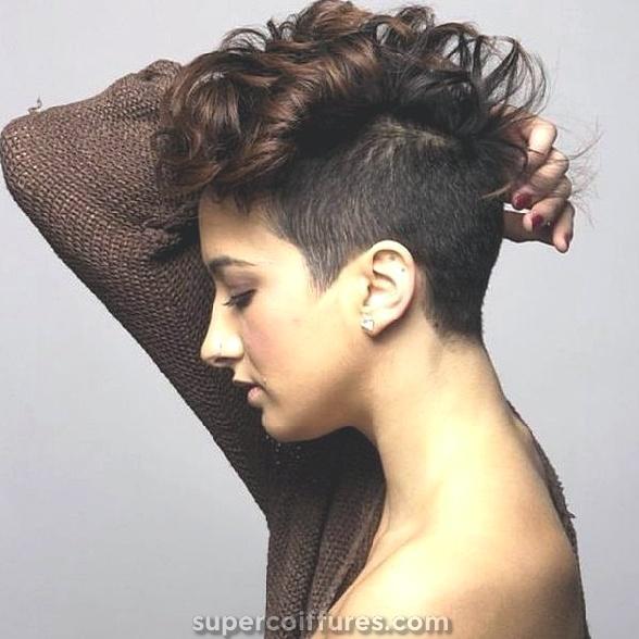 Idées et coiffures de cheveux bruns courts