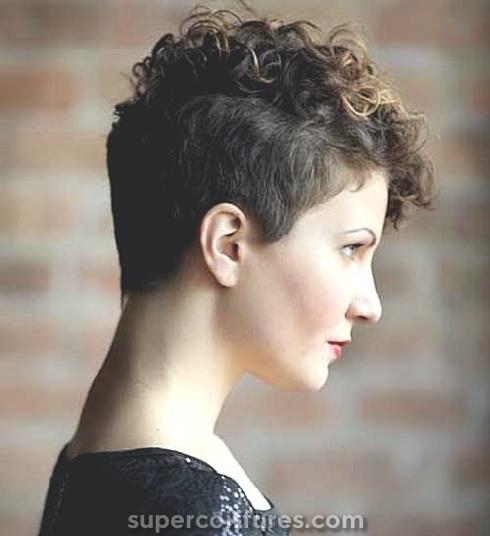 25 superbes et dernières coupes de cheveux courts pour cheveux bouclés