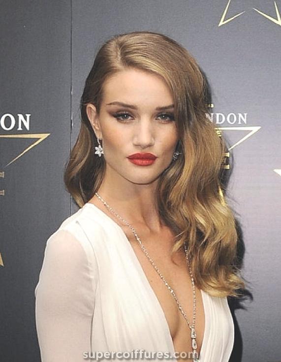 25 coiffures balayées latéralement les plus élégantes pour les femmes