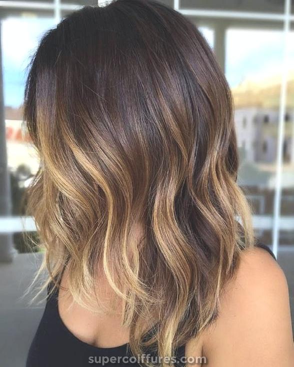Balayage mignon brun clair pour cheveux foncés