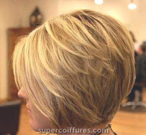22 coiffures Bob superposées élégantes et parfaites pour les femmes