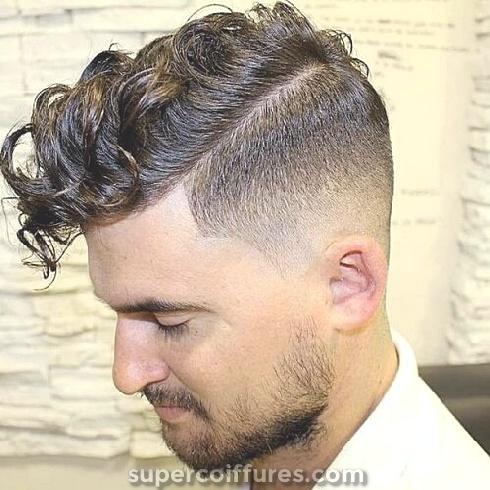 30 grandes coiffures bouclés pour les hommes: inspirations et idées