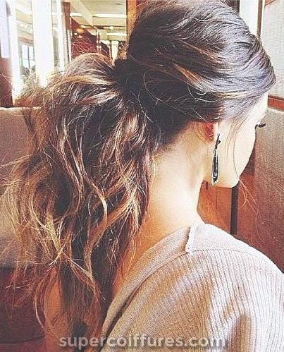 Coiffures pour cheveux épais ondulés