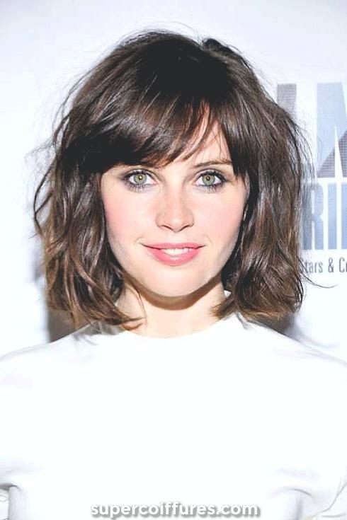 25 coiffures les plus cool pour les visages ronds