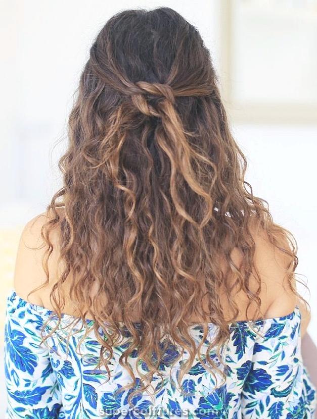 15 longues coiffures bouclées pour les femmes à tout le monde jaloux