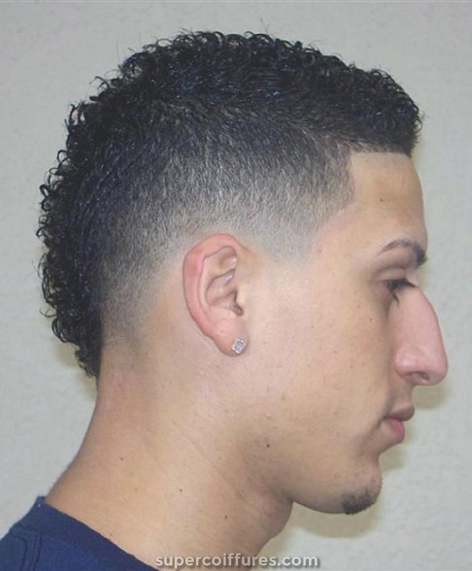 Noms de coiffures pour hommes avec des temples courts