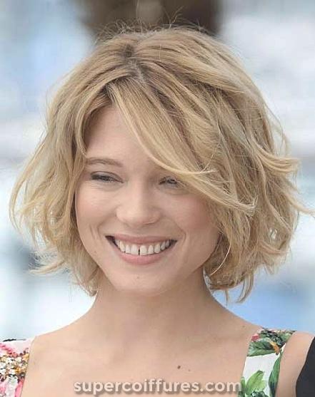 15 coiffures courtes ondulées meilleures et les plus cool jamais
