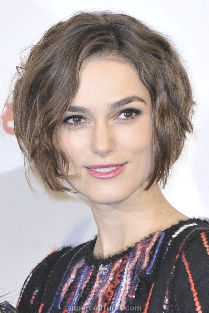 18 coiffures merveilleuses pour les cheveux épais ondulés