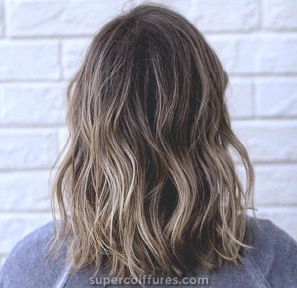 Balayage gira castanha clara para cabelos escuros