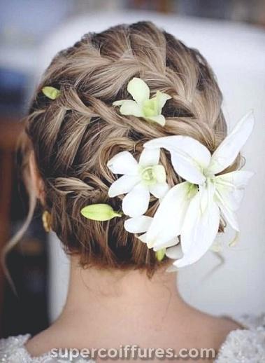 25 coiffures de mariage de plage à la mode et belle