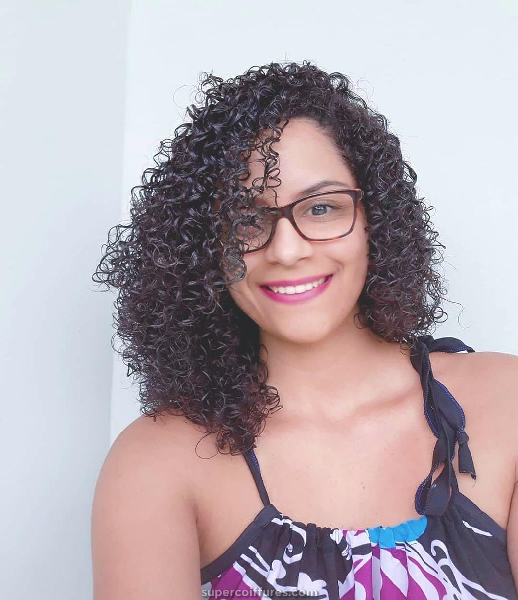 20 coiffures frisées noires les plus cool pour femmes