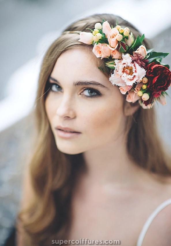 30 coiffures de mariage élégantes et gracieuses avec des fleurs
