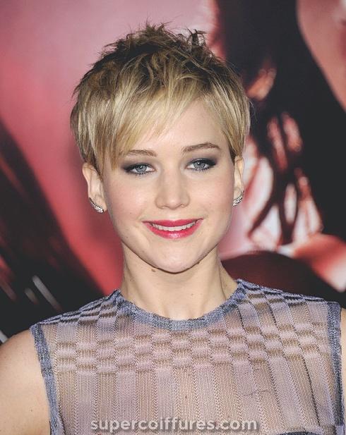 20 coupes de cheveux droites courtes les plus polyvalentes pour les femmes élégantes