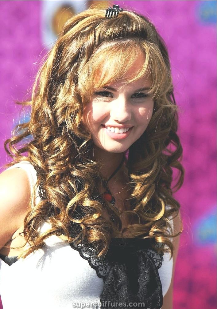 30 coiffures frisées populaires et à la mode pour les adolescentes